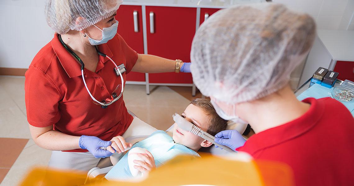 Лечение зубов у ребенка в седации